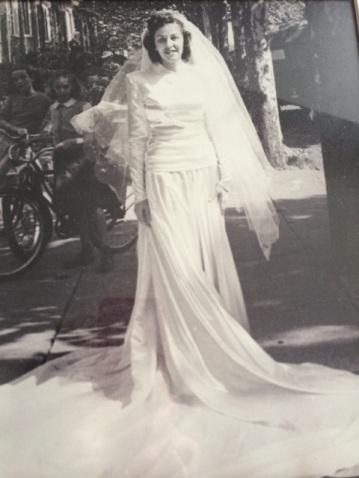 Vanessa KellyInterview - Mom's Wedding Dress