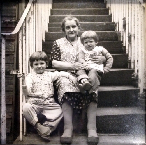 Lucinda Brant Interview -Lucinda,-grandmother,-and-sister,-Scotland